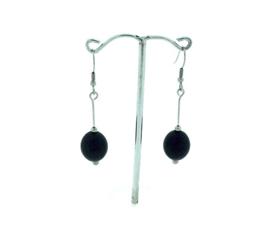 Zwarte hangoorbellen met een ovale kraal