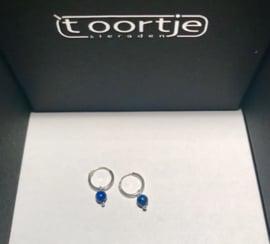 Zilveren ringetjes lapis lazuli