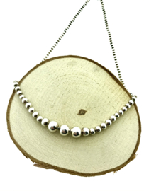 Zilveren collier met bolletjes