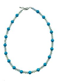 Handgemaakte collier lichtblauwe bolletjes