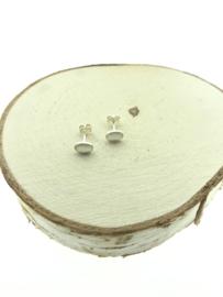 Zilveren oorstekers ovaal maansteen