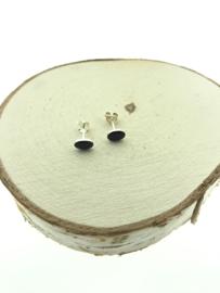 Zilveren oorsteker ovaal onyx