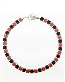 Handgemaakt collier geblokt zwart/rood
