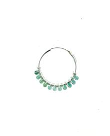 Zilveren oorringen met groene steentjes