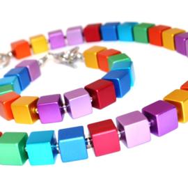 Handgemaakt collier vierkante blokjes