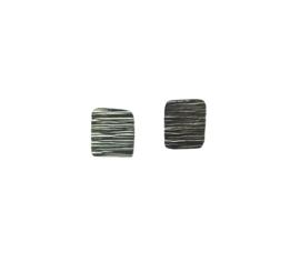 Zilveren oorstekers vierkant streepjes
