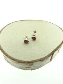 Zilveren oorstekers druppel rood koraal
