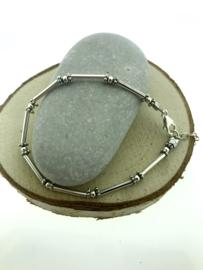 Armband met zilveren kralen
