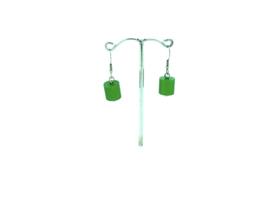 Groene hangoorbellen met een cilinder