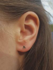 Zilveren oorstekers driehoek