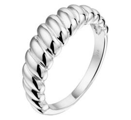 Zilveren ring gedraaid