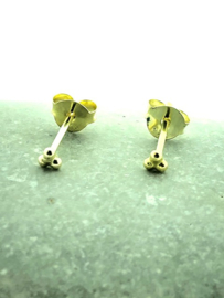 Goud op zilveren oorstekers 3 puntjes