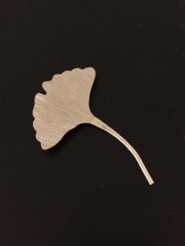 Ginkgo broche klein zilverkleur