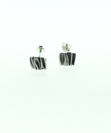 Zilveren oorstekers vierkant gezwart