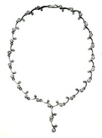 Zilveren collier met zirkonia stenen