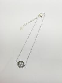 Zilveren armbandje met knoop