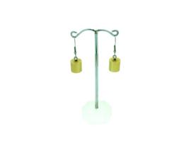 Goud-kleurige hangoorbellen met een cilinder