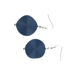 Handgemaakte oorhangers met kunsthars kraal donkerblauw