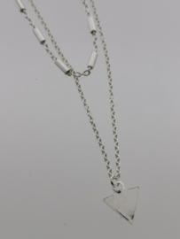 Zilveren collier met driehoek