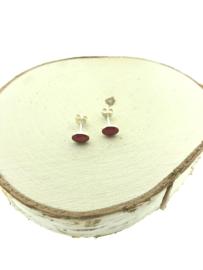 Zilveren oorstekers ovaal rood koraal