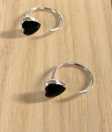 Zilveren open oorringen hartje zwart