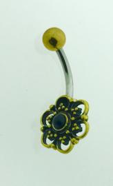 Goudkleurige navelpiercing bloem