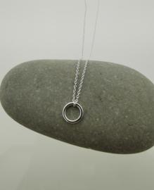 Zilveren collier met open cirkel