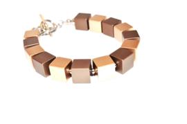 Handgemaakt bruin / goud en zilver-kleurig armband met vierkante blokjes op edelstaal