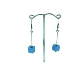 Lichtblauwe hangoorbellen met een vierkant blokje