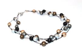 Handgemaakt grijs / zilver / bruin en goud-kleurig collier met bolletjes op nylon