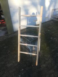 DECO ladder. ladderbomen, halfronde boomstammetjes met 5 ronde sporten