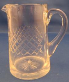 Antiek blank glazen melkkannetje