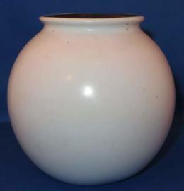 Potterie de Driehoek, monochroom aardewerk bolvaas