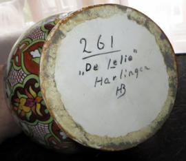 Harlinger aardewerkfabriek ''de Lelie''  - kan / vaas