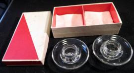 Glazen kandelaars in doos