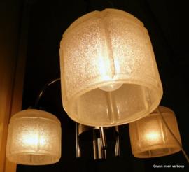 Vintage hanglamp, chroom en drie glazen kapjes
