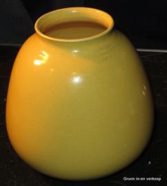 Geel geglazuurde aardewerk ADCO vaas