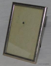Brocante oude vintage fotolijst in een zilverkleurige lijst.
