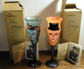 Ulrica Hydman-Vallien - Kosta Boda Oranje 'Open Minds' wine glass