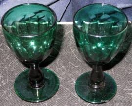 2 Bristol groene wijnglazen ca 1820