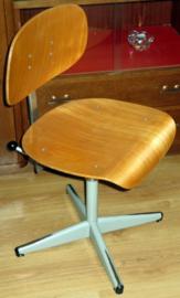 Industrieel verstelbare bureaustoel