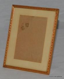 Brocante oude vintage fotolijst met plat glas in een vergulde lijst