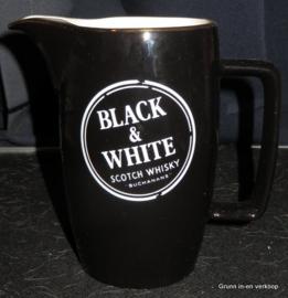 Wade kan Black & White scotch whisky