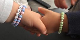 Kinder armbandje met naam of 06