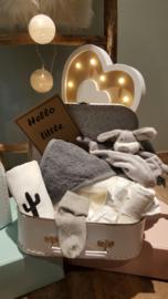 Gevuld kinderkoffertje wit/grijs vanaf € 30,-