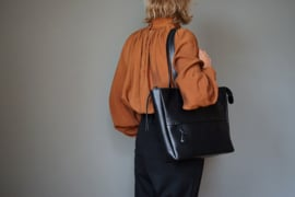ZIP TOTE - black leather