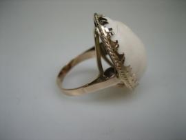 Antieke 14krt. ring met wit Agaat ca.1922