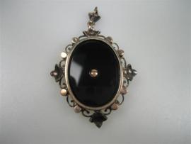 Antieke Onyx Hanger met Bloedkoraal en Diamanten ca.1880