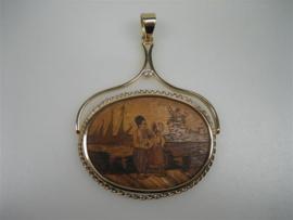 Antieke-Moderne Friese Hanger met Briljant in 14krt. Gouden Rand met Hangbeugel ca.1845