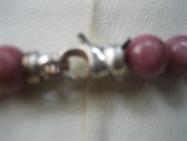 Rodoniet collier met zilver slot en zilveren tussen stukken